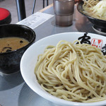 島系本店 - 舞鶴店限定の博多つけ麺700円。 濃厚魚介豚骨でした。