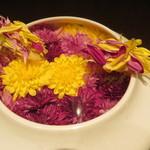 55945772 - 三層の生姜 食用菊とレモンのソース2