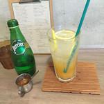 スミヨシ4丁目コーヒースタンド - 自家製ジンジャーエール¥500