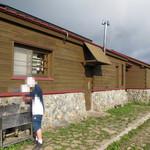 平標山乃家 - 外観写真:手前が母屋、奥に別棟