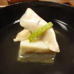 手料理 きくち - 松茸・柚子と渡り蟹の糝薯のお椀