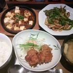 やよい軒 - 青椒肉絲と麻婆豆腐の定食+ミニから揚げ