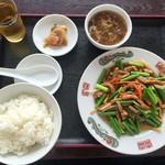 55952322 - 201609 「豚肉とニンニクの芽炒め 餃子3個付き」(700円)