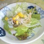 マンジョーレ - ランチのサラダ