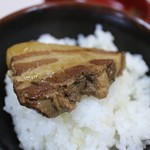 中華亭 - 角煮オンザライス