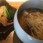 55958952 - 左 鶏チャーシュー、水菜、ベビー帆立とレーズン