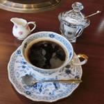 Ogawatei - 食後のコーヒー。ボーンチャイナのカップ&ソーサーもクラシカルで良い感じ。