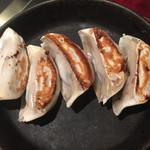 55961705 - 雷神餃子は、餡に味が付いている