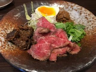 神戸牛らーめん 八坐和 - 神戸牛三種盛り(肉増し)、薬味など