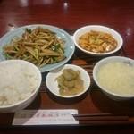 蓬莱春飯店 - おひるの定食