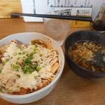 まる藤 - 料理写真:マヨ豚キムチ丼ミニうどん付750円