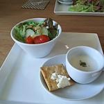 アイレMDレストラン - 冷製スープ(豆乳・ジャガイモ・桃?)