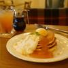 MOGMOG - 料理写真:自家製ジャムとバニラと生クリームのパンケーキ