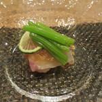 東京チャイニーズ 一凛 - 縞鯵の冷製、黒酢のソース2