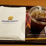 アンティ・アンズ - プレッツェルとアイスコーヒーS(220円)です。
