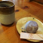 甘味喫茶 おかげ庵 - モーニングサービス:お茶の子セット(ずんだ餅)。