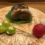 鮨 いずみ - 秋刀魚の肝醤油焼きと焼き銀杏