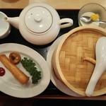 中国料理 富貴苑 - 飲茶セットにはお茶も 春巻き、揚げワンタン