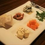 55991958 - チーズのみなさん