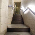 鮨 一幸 - お店へ続く階段