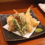 蕎麦 ろうじな - 海老と旬の野菜の天ぷら