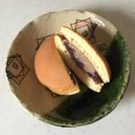 どら焼き あんざい - 料理写真:焦がしバター風味が強く洋菓子のよう。