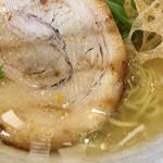 サカノウエ ユニーク - スープ、麺、チャーシューアップ写真♡