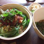 フロアー - キングサーモンのソテーとハーブの玄米丼