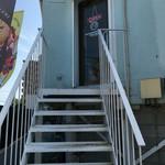 レストラン&バイシクル - 外の階段を登って二階のお店へ