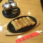 魯園菜館 - 名物鉄鍋餃子はいくらでしょうか。¥??? ( '16.09)
