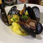 56013130 - 様々な貝が入ったリゾットミラネーゼ~サフラン風味のリゾットです~