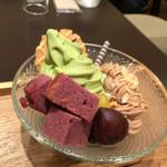 56013707 - 紫芋ケーキは甘さかなり抑え目。