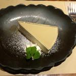 56014960 - 林檎ゼリーの『レアチーズケーキ』]