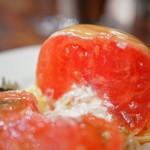 つばめグリル - トマトカット。いかにも美味しそう。