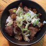 道玄 - チャーギュウ丼。 お肉は切り落としでかなり硬かったりします。こちらも以前より肉質は変わって入るような。