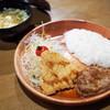 びっくりドンキー - 料理写真:ハンバーグ&若鶏しょうゆ香り揚げディッシュ(100gハンバーグ)