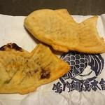 鳴門鯛焼本舗 - あんこ(左)と、鳴門金時(右)