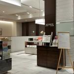 ラウンジ ウィンザー - ホテルトヨタキャッスル一階のフロント前のラウンジ ウィンザー