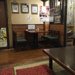 二本松 - 店内風景 テーブル席側