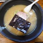 上尾光麺 - 料理写真:豚骨塩味麺(太麺) 800円