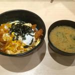 56021128 - カツ丼 味噌汁付き