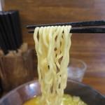 らーめん秀鳳 - 味噌らーめん(麺固め)リフトアップ