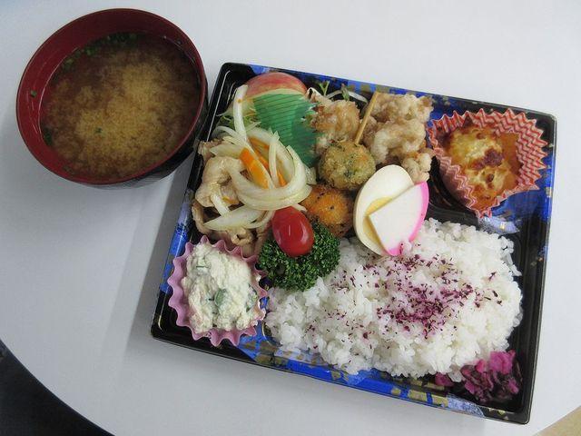 秋桜 - 焼き肉と唐揚げ弁当(2016/09/12撮影)