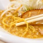 麺屋 雪風 - 黄色の麺