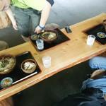 兼子商店 - テーブルの様子です!