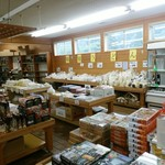 兼子商店 - お土産コーナー明らかに稲庭うどんのスペースが大きいですねぇ~!