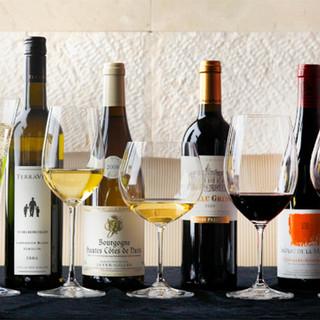 料理の魅力を更に引き立たせる、こだわりのワイン。