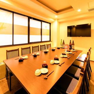 最大12名様ご案内可能な個室や、少人数様向け半個室をご用意!