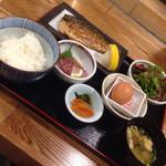 56032245 - お刺身と炭火焼きトロサバ定食♡