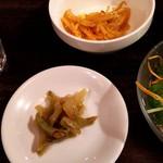 台湾料理故宮 - もやしのナムルとザーサイ